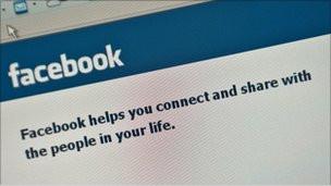 فيسبوك يتراجع عن السماح لمواقع خارجية بالوصول إلى المعلومات الشخصية 110118162957_facebook_304x171_bbc_nocredit