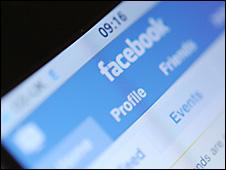 Aplicación de Facebook en un teléfono