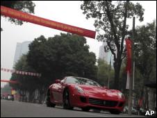 [Изображение: 110121123918_vietnam_car_226x170_ap.jpg]
