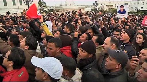 突尼斯民众上街游行