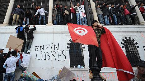 Phản đối chống chính phủ tiếp tục được tổ chức tại Tunis hôm thứ Năm 27/1