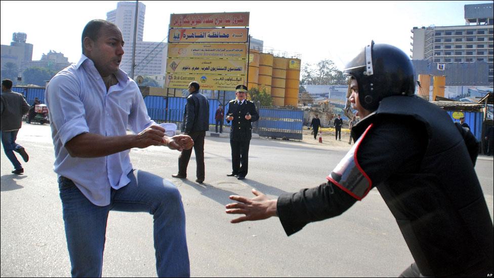 بالصور .. [ يـوم غضب ] بمصر 110125154713_..08