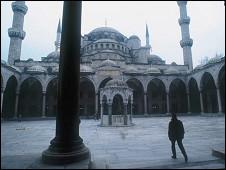 مسجد سلظان احمد در استانبول که روزگاری پایتخت امپراتوری عثمانی بود