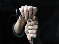 Manos de un anciano