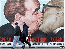 Leonid Brezhnev y Erich Honecker