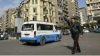 Polisi anaongoza magari mjini Cairo