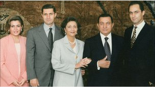 نبذة عن الرئيس المصري السابق حسني مبارك   110201143344_mubarak_family_304x171_bbc_nocredit