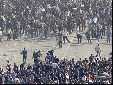 Massa dua kubu bentrok di Lapangan Tahrir