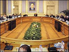 Reunión del nuevo gobierno de Egipto con la oposición