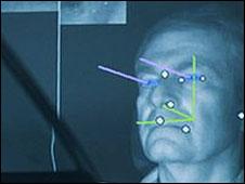 Una cámara monitorea la mirada del conductor