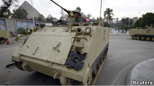 آخر الأخبار:      وتصريح ابو الغيط 110210051409_egyptian_soldiers__304x171_reuters