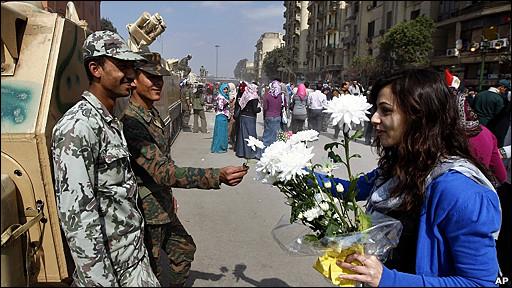 Egipto: los militares prometen pasar el relevo a los civiles