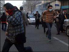 اعتراضات 25 بهمن که با برخورد پلیس و نیروی ضدشورش مواجه شد