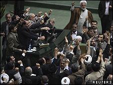 Parlamentarios iraníes.