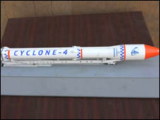 Modelo em miniatura do foguete Cyclone-4. Crédito: BBC