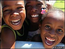 Niños brasileños sonriendo