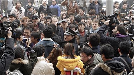 Cảnh sát kêu gọi người dân trở về nhà tại một địa điểm dự tính sẽ có biểu tình ở Bắc Kinh