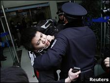 Homem é preso no centro de Xangai