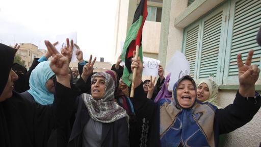 خمسة أشخاص على الأقل قتلوا الجمعة حين أطلقت قوات الأمن الليبية  110223165543_tobrukk