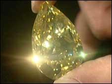 """""""Gota de Sol"""", diamante amarelo raro"""