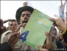 Manifestantes queman Libro Verde