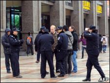 外籍记者在北京采访茉莉花集会时遭警方动粗。