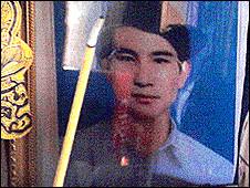 Ảnh anh Nguyễn Văn Khương trên bàn thờ