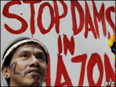 Protesto contra construção de usinas na Amazônia