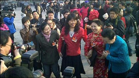 """出席""""两会""""的满族女性代表(5/3/2011)"""