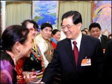 胡锦涛参加西藏代表团审议(新华社图片)