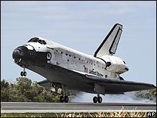 Discovery pousa na Flórida (AP)
