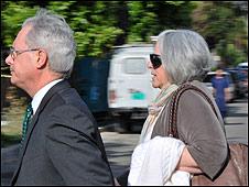 Judy Gross acompañada de un abogado estadounidense (Foto: Raquel Pérez).
