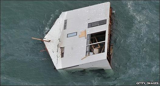 Casa arrastrada por el tsunami.