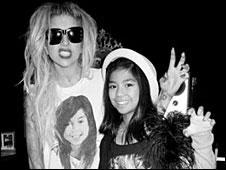 """Леди Гага обновила свой микроблог: """"Я и 10-летняя Леди Мария из города..."""