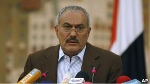 آخر الأخبار:      * سورية: أنباء تتحدث عن مقتل 25 في مواجهات درعا     * ليبيا: قوات القذافي تواصل الهجوم على المدن الخاضعة للمعارضة المسلحة     * اشتباكات جديدة بين الجيش والحرس الجمهوري الموالي للرئيس اليمني     * عاملان من فوكوشيما يُنقلان إلى المستشفى  110318205124_yemeni_president_ali_abdullah_saleh__304x171_ap