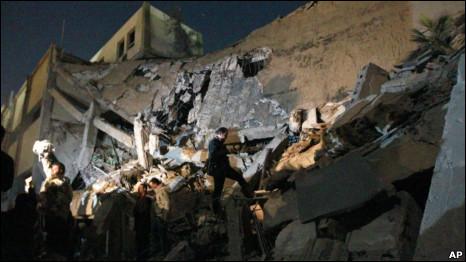 Đại bản doanh của Gaddafi bị ném bom