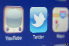 Mobile phone screen showing icons for Twitter and other apps and websites