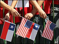 Banderas de Chile y EE.UU.