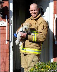 Mike Dunn e o cachorro Sunny