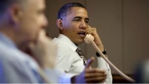 Obama habla por teléfono