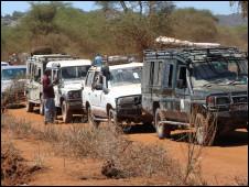 Filas para ver curandeiro e sua poção em vilarejo na Tanzânia