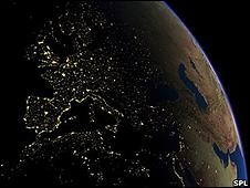 Imagem noturna de satélite mostra luzes de grandes cidades do sul da Europa (SPL)