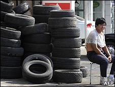 北京某汽车轮胎店的轮胎(资料图片)