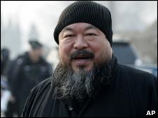 艾未未在北京机场遭到拘捕。