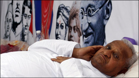 http://wscdn.bbc.co.uk/worldservice/assets/images/2011/04/06/110406132045_hazare466.jpg