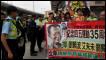 Manifestantes protestam contra a prisão de ativistas pró-democracia na China. | Foto: AP