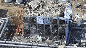 Imagen aérea de la central nuclear de Fukushima el 24 de marzo de 2011