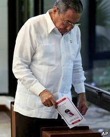 Raúl Castro vota