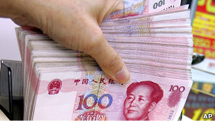 Un fajo de yuanes con la imagen de Mao Ze Tung