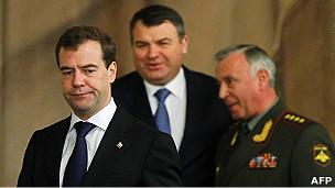 Президент России Дмитрий Медведев, министр обороны Анатолий Сердюков и глава Генштаба Николай Макаров